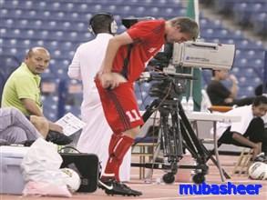 لاعب يتعرى تماما أمام الحضور السعودية,لاعب يفصخ سرواله ملعب الملك